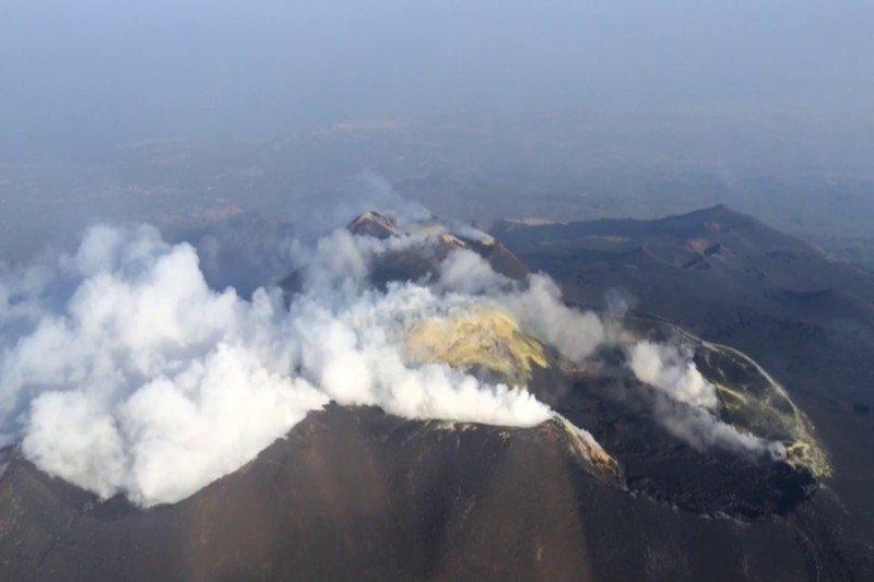 Etna - helicopter - eruption