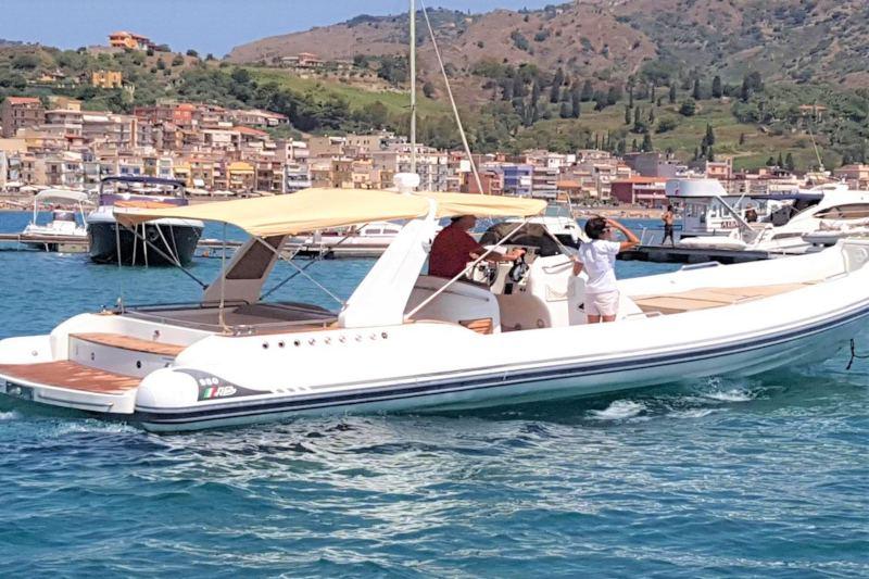 Water taxi luxury transfer - Tullio Abbate