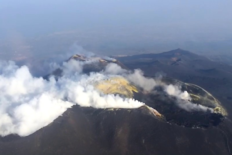 Helicopter flight volcanoes of Sicily - Etna